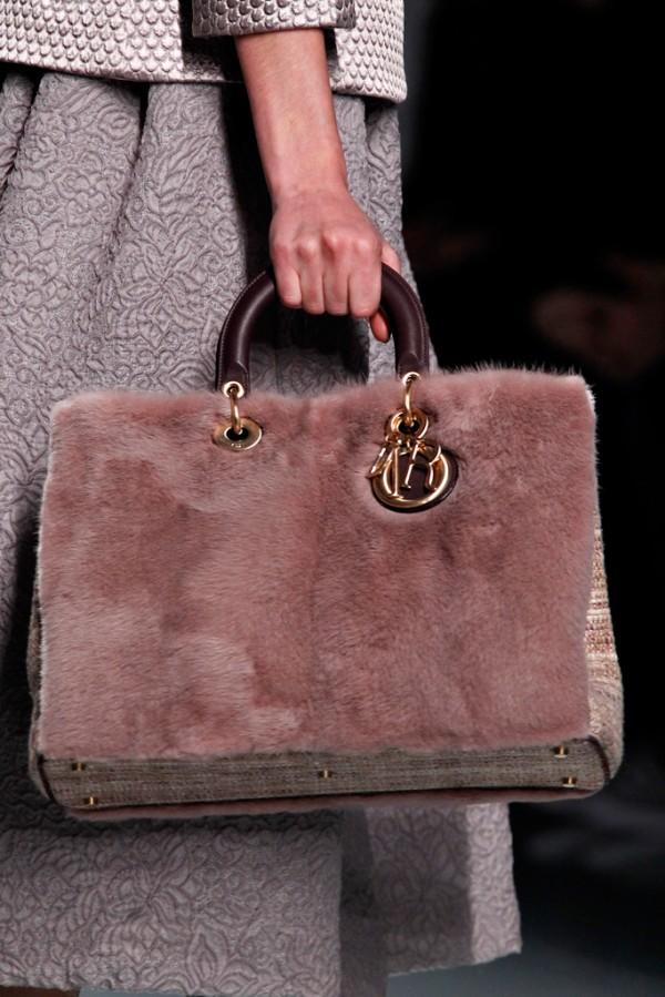 Чанти от кожа с косъм в сезон есен-зима 2012