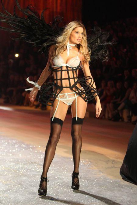 Шоуто на Victoria's Secret 2012: Опасни връзки