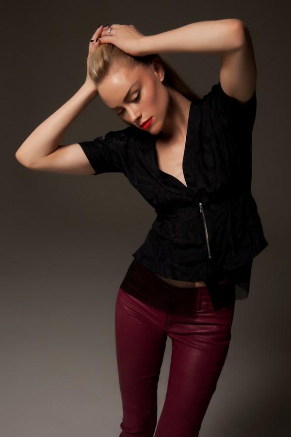 Харесахме модела и представянето на колекция есен-зима 2012 на Daryl K