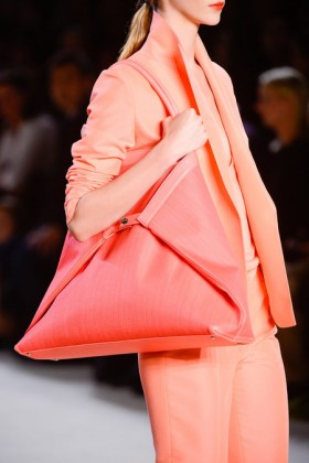 Избери си цветна чанта