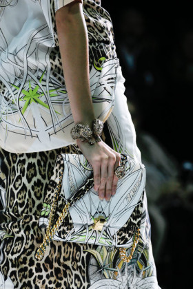 Чанти със страхотни принтове от Roberto Cavalli сезон пролет/лято 2013