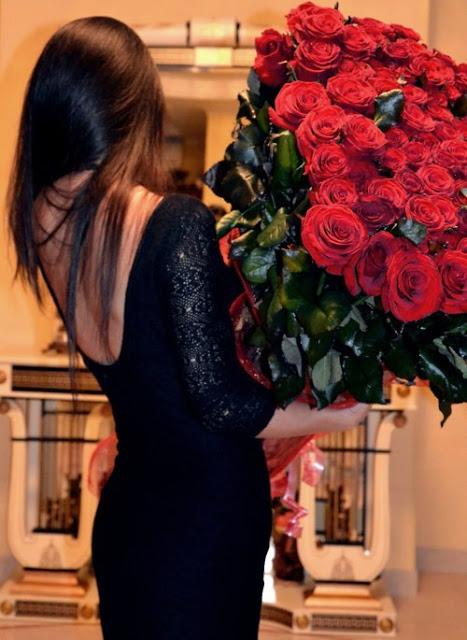 Честит Свети Валентин с букет рози