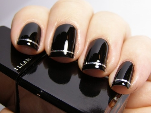 Hrisskas-style-nails-in-black-and-silver
