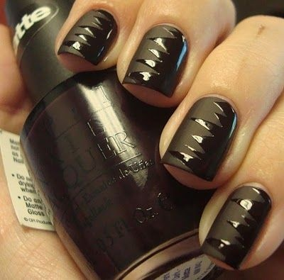 Hrisskas-style-nails-in-black