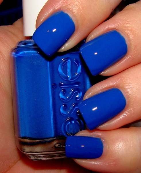 Hrisskas-style-nails-in-blue