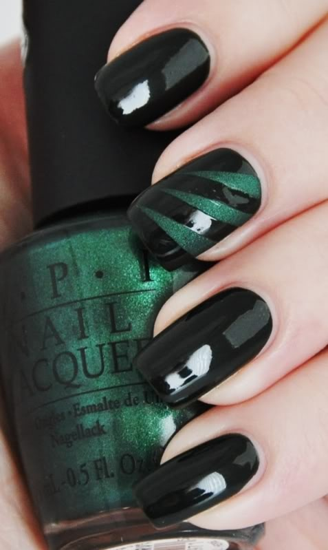 Hrisskas-style-nails-in-dark-green