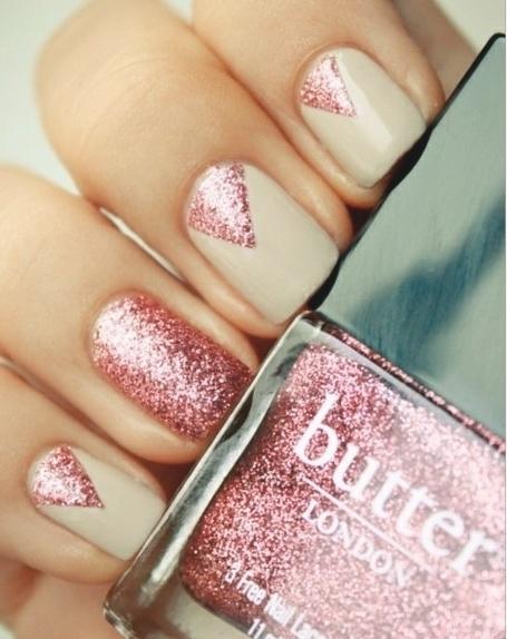 Hrisskas-style-nails-pink-glitter