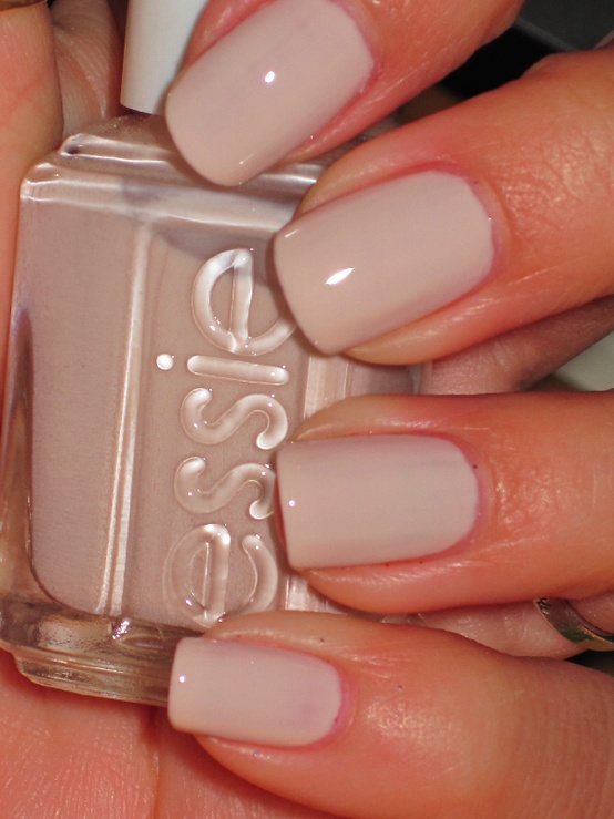 Hrisskas-style-nude-nails