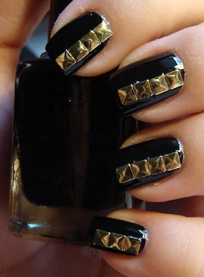 Hrisskas-style-studded-nails-black-and-gold