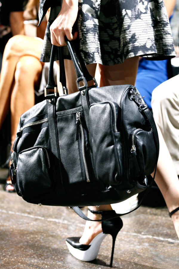 Чанти и обувки DKNY от сезон пролет/лято 2013