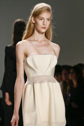 Момичето на Calvin Klein в сезон пролет/лято 2013