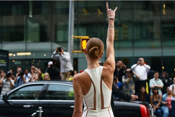 Снимки от пристигането на звездите на модните награди CFDA 2013