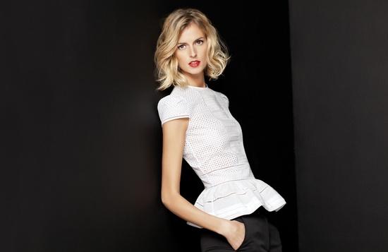 Колекция посветена изцяло на бялата риза от Carolina Herrera