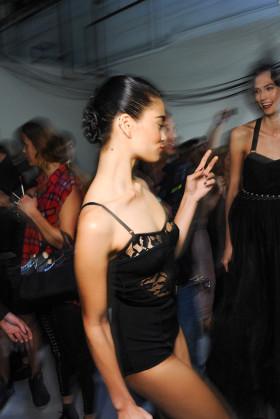 Красота зад кулисите на модното шоу на Jason Wu пролет/лято 2013