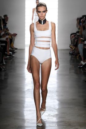 Бански костюми от модните писти на сезон пролет/лято 2014