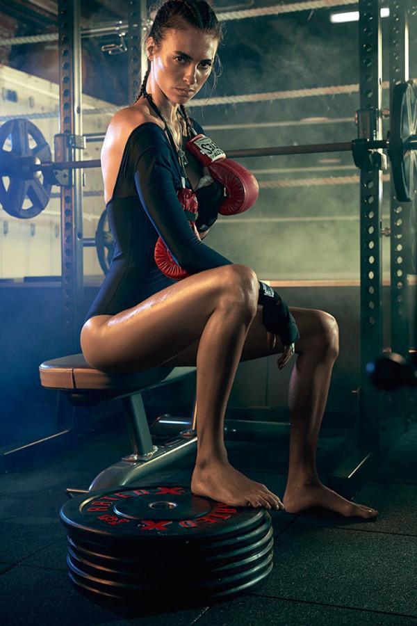Stephanie Gourlant тренира стилно за Sunday Times Magazine
