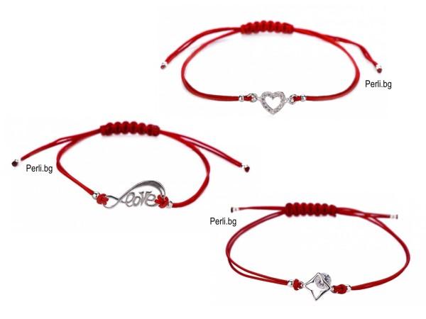 Деликатна гривна с червен конец