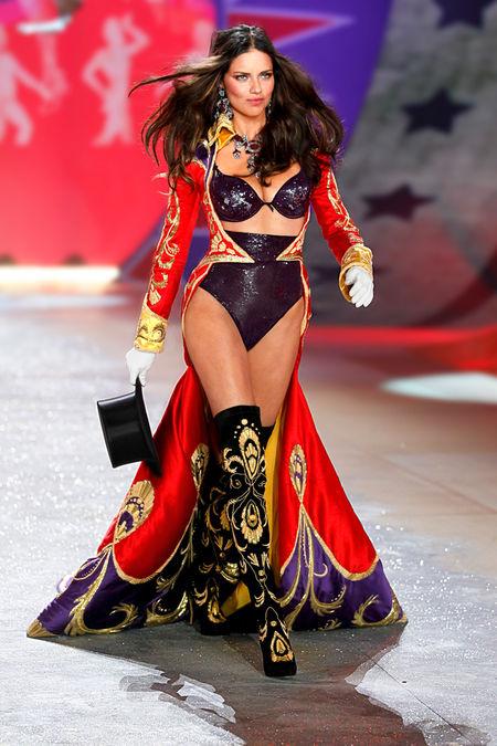 Шоуто на Victoria's Secret 2012: Вдъхновени от цирка и цирковите костюми