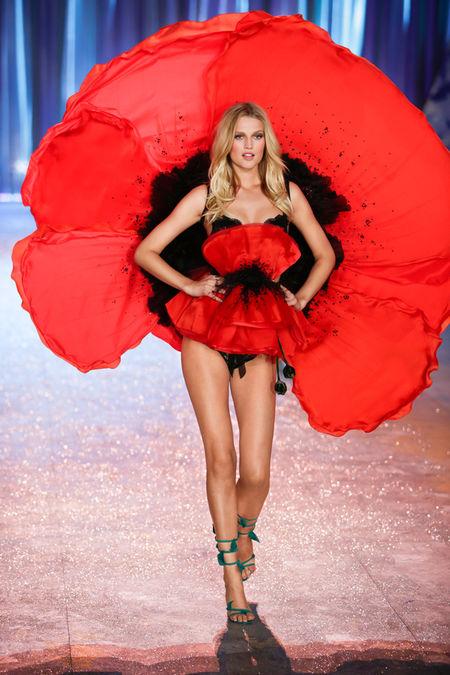 Шоуто на Victoria's Secret 2012: Ангели в разцвет