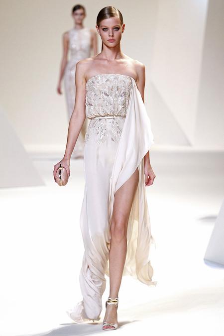 Истинска жена с дрехите на Elie Saab
